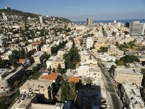 הנוף מהלובי במלון תיאודור חיפה
