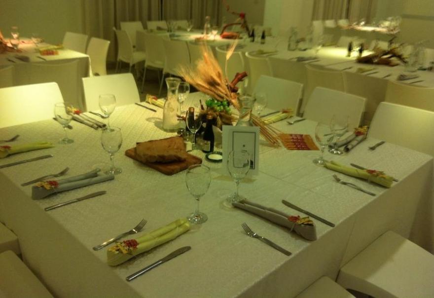 חדר אוכל - ארוחת בוקר מלון תיאודור